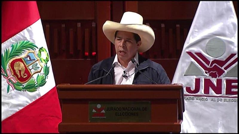 Pedro Castillo renuncia a su sueldo como Presidente de Perú a horas del cambio de mando