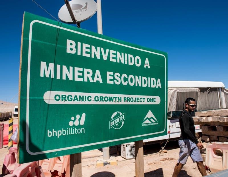 Minera Escondida presenta última oferta a trabajadores con bonos que suman una millonaria cifra