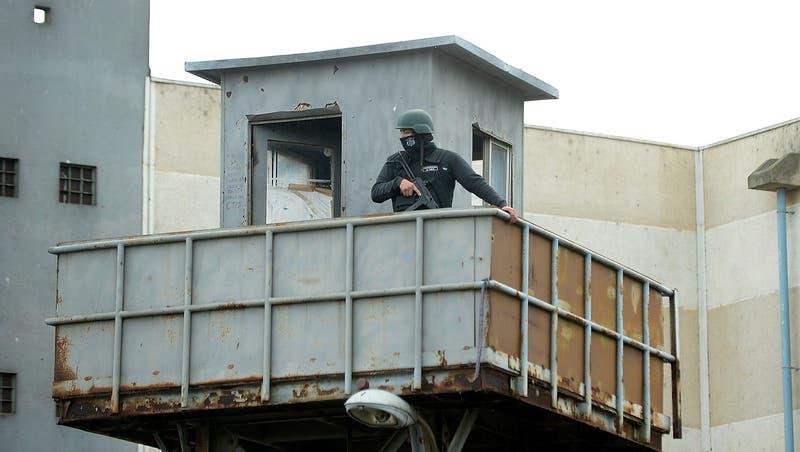 Renuncian tres funcionarios de Gendarmería tras fuga en cárcel de Valparaíso