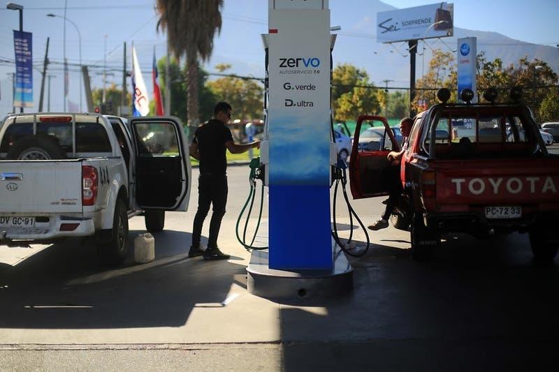 Comisión de Hacienda rechaza reducir en un 50% el impuesto específico a los combustibles