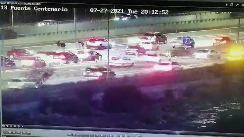 [VIDEO] Persecución tras robo de auto termina con colisión a alta velocidad y un antisocial muerto