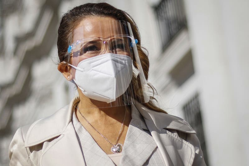 Cathy Barriga responde a denuncia de concejal de Maipú por hallazgo de 20 mil test rápidos vencidos