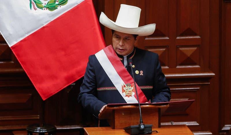 """Presidente de Perú: """"Los jóvenes que no estudien ni trabajen deberán acudir al servicio militar"""""""