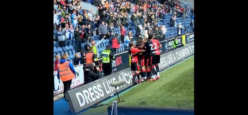 La canción con toque chileno que hinchas del Blackburn Rovers le dedicaron a Ben Brereton