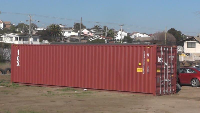 Retiran peligroso contenedor con fuegos artificiales tras reclamos de vecinos en Llolleo