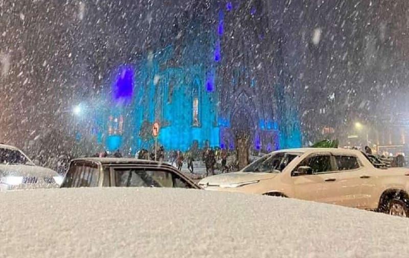 Brasil vive ola polar histórica: llegó la nieve y temperaturas podrían ser las más bajas en 66 años