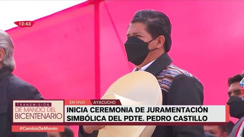 Presidente de Perú jura en la pampa y conforma su gabinete