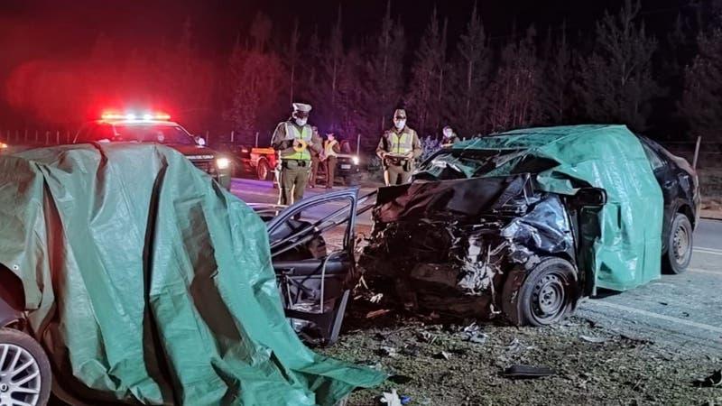[VIDEO] Colisión frontal entre dos autos deja tres muertos en Pichilemu