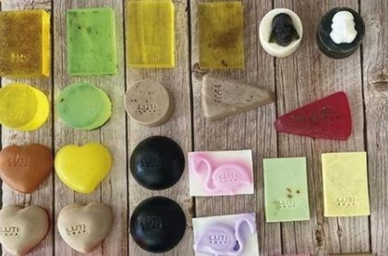 Jabones naturales con diferentes aromas, figuras y colores
