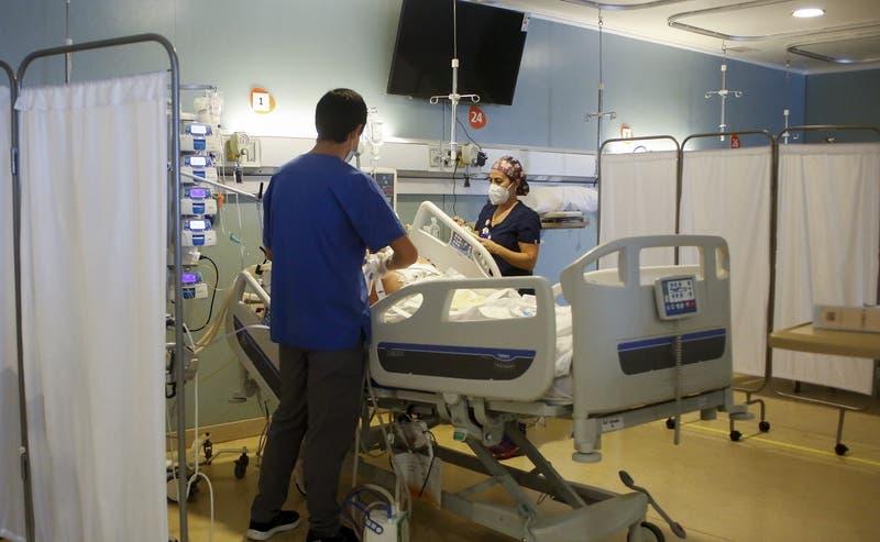 Chile reporta 1.355 nuevos casos de COVID-19 este viernes: cifra de muertos es de 71