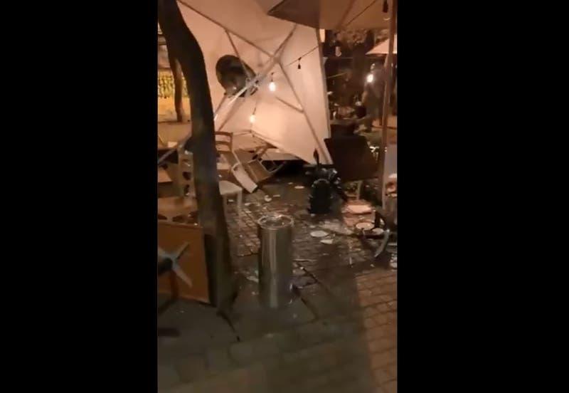 Manifestantes provocan destrozos en locales comerciales de barrio Lastarria