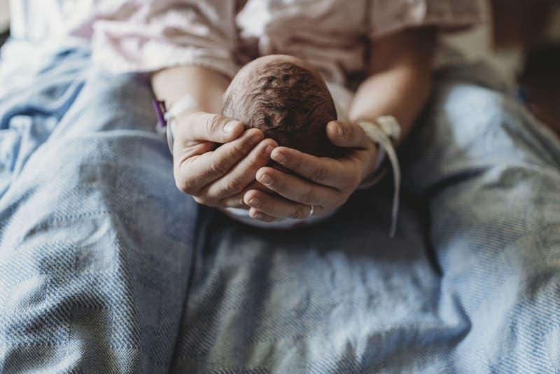 Sucede en uno de 500 mil partos: Niña nace con su gemela dentro de su estómago en Israel