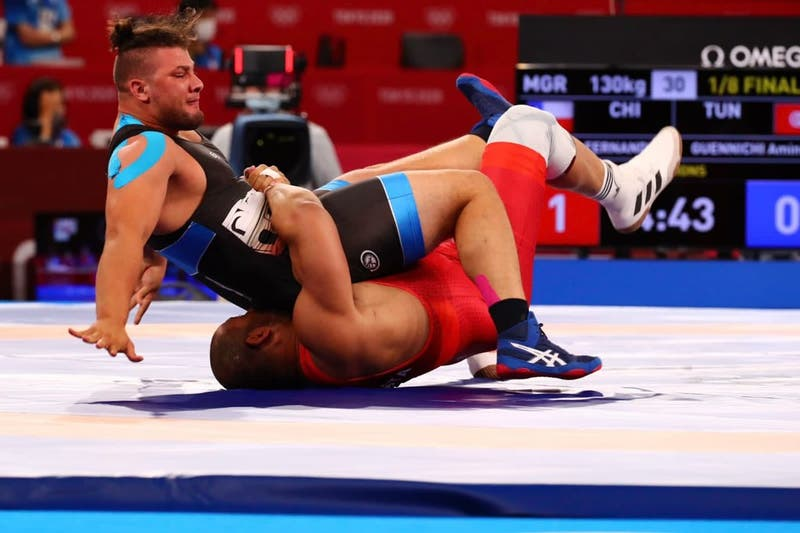 Yasmani Acosta debuta con triunfo y clasifica a cuartos de final de la lucha grecorromana