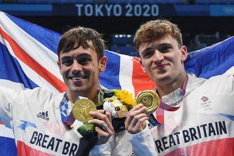 Se hizo viral: Medallista olímpico es captado tejiendo en competencia de Tokio 2020