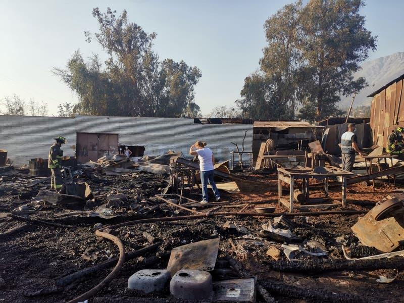 Incendio se registró en un taller de muebles en Peñalolén