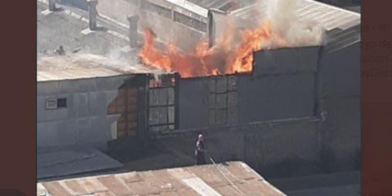 Incendio afectó a segundo piso de cité en Estación Central