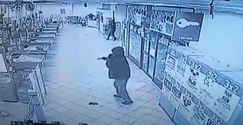 [VIDEO] Con pistolas y escopetas delincuentes asaltan supermercado