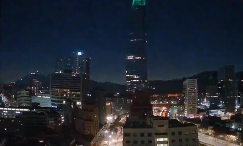 ¿Un meteorito en Santiago?: videos captaron extraño objeto luminoso en el cielo este lunes