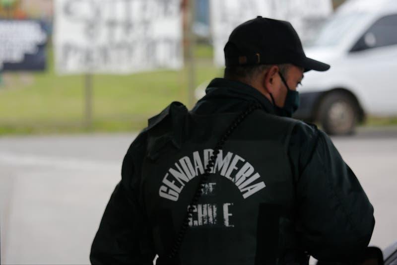 """Gendarmes rechazan llamado de Boric a alcaide de Santiago 1 por allanamiento: """"Es impresentable"""""""