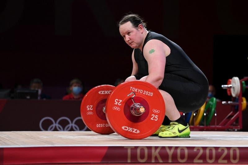 Pesista transgénero Laurel Hubbard anunció su retiro tras debut en Juegos Olímpicos de Tokio