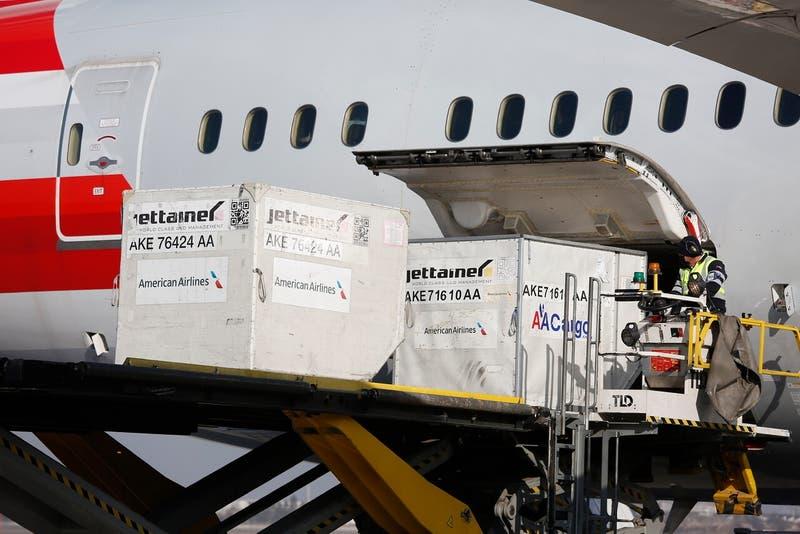 Llega a Chile nuevo cargamento con 281 mil vacunas Pfizer-BioNTech