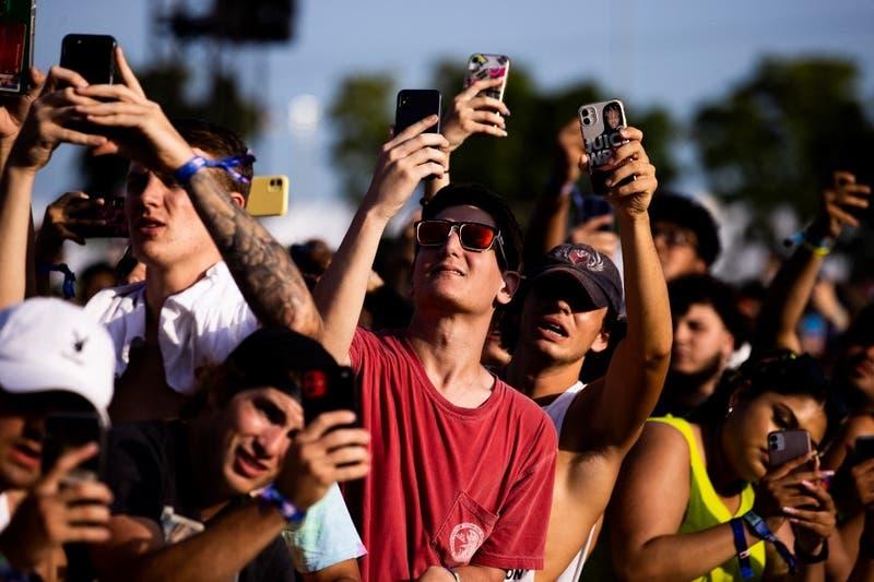 Más de 2.000 infectados: Festivales de música aumentaron transmisión del covid en España