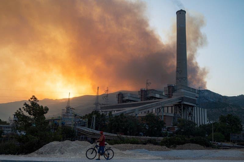 Evacuan una central térmica en Turquía amenazada por los incendios