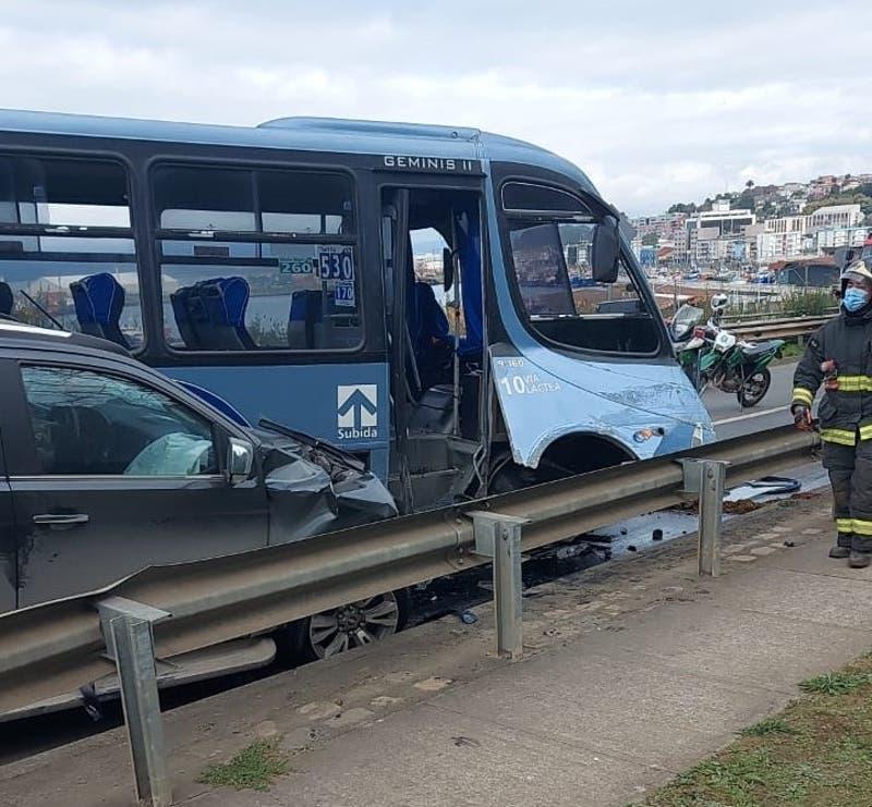 Accidente de tránsito en Talcahuano deja al menos dos fallecidos y cuatro vehículos involucrados