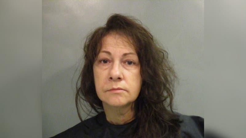 Mujer oculta cadáver de su madre para seguir usando su tarjeta bancaria durante meses
