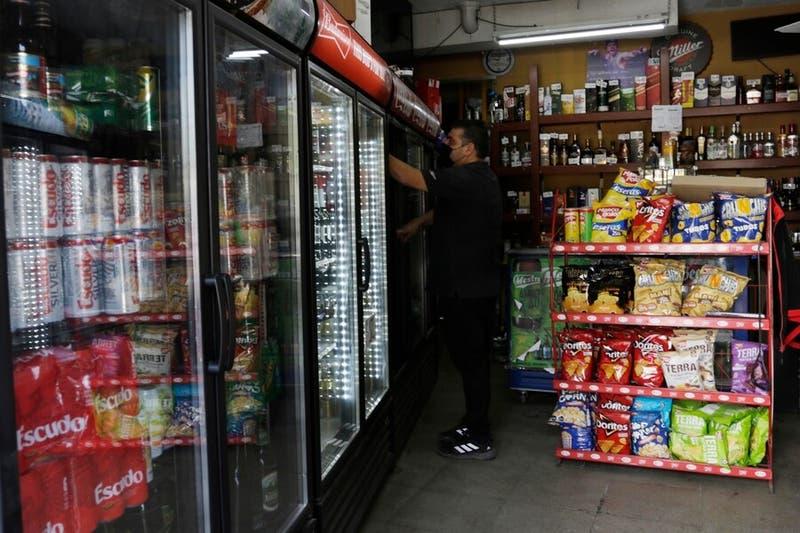 Nueva ley de alcoholes: Todas las personas deberán mostrar carnet al comprar bebidas alcohólicas