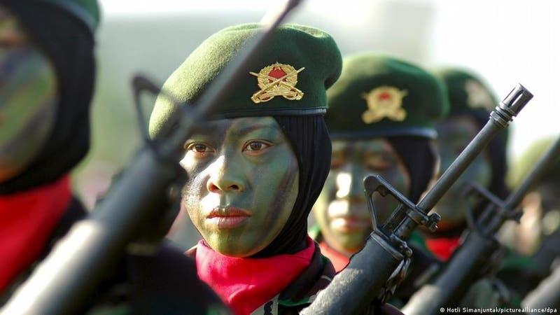 """Ejército de Indonesia señala el fin de las """"pruebas de virginidad"""" para las reclutas"""