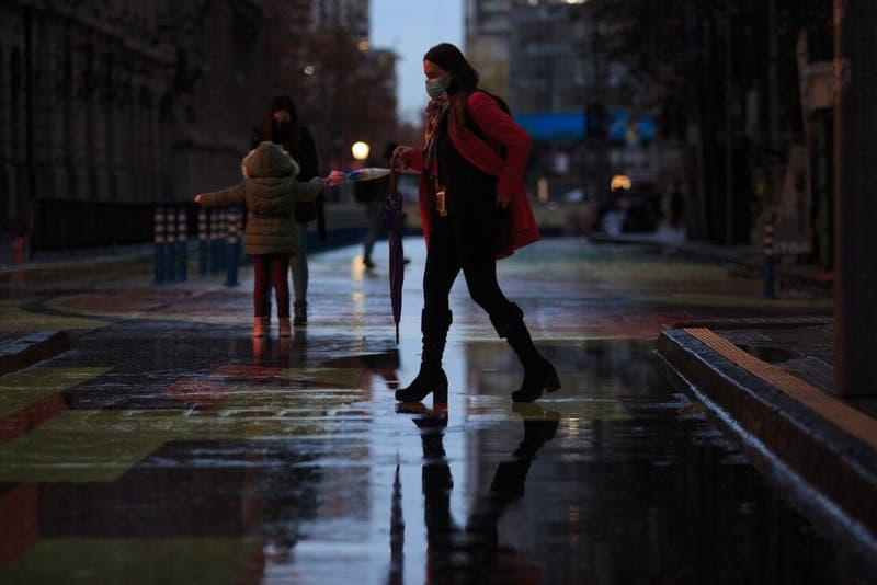 Lluvia en Santiago: Meteorología pronostica chubascos