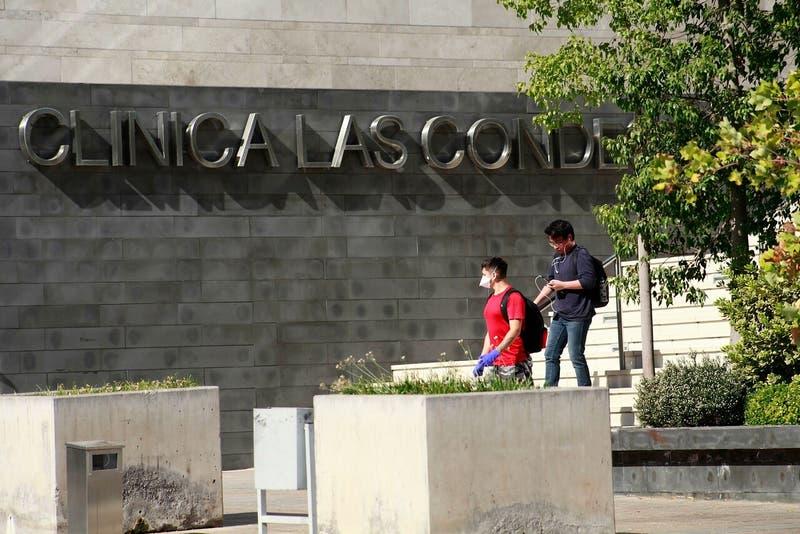 Clínica Las Condes recibe multa de $ 31 millones por tercera dosis a presidente del directorio