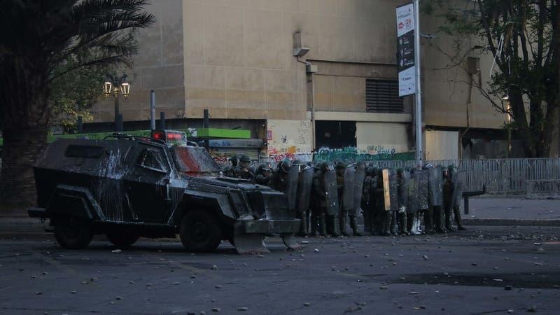 Dictan prisión preventiva contra carabinero acusado de atropellar a joven en Plaza Baquedano