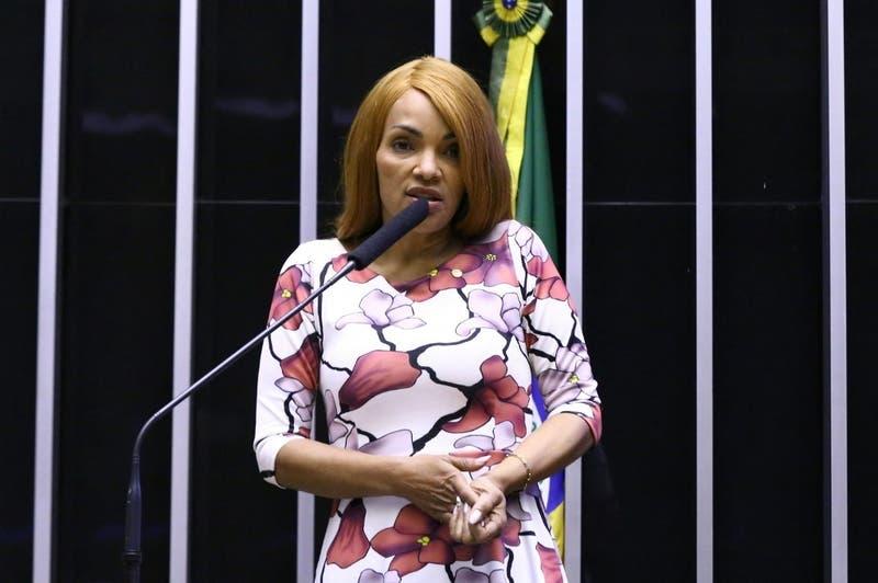 Congreso brasileño destituye a diputada y líder evangélica acusada de asesinar a su marido