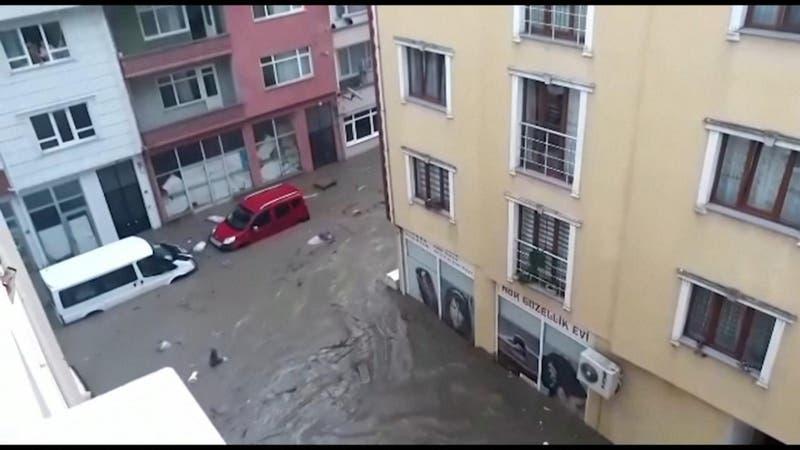 Clima extremo azota a Turquía: De infernales incendios a catastróficas inundaciones