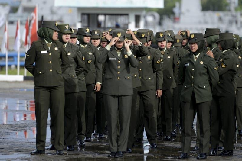 """Ejército indonesio pone fin a las """"pruebas de virginidad"""" para las reclutas"""