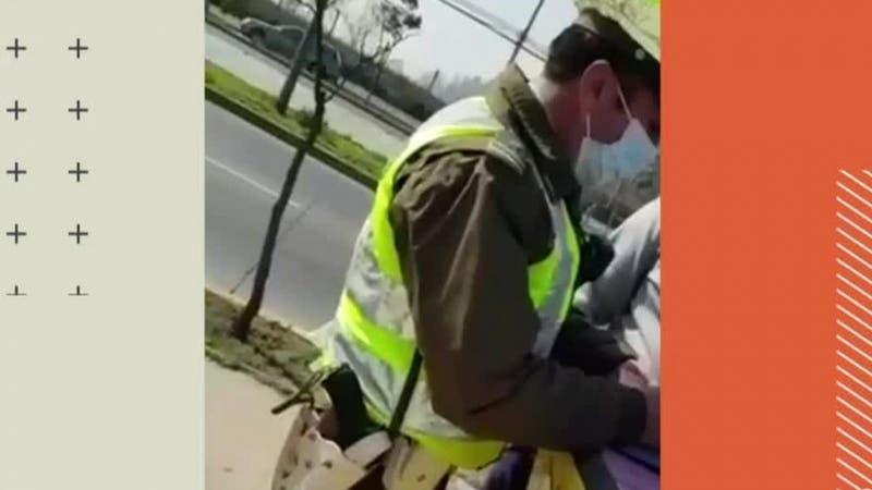 """[VIDEO] Hombre intentó sobornar a carabinero tras multarlo: Dijo que era """"para pagar el parte"""""""