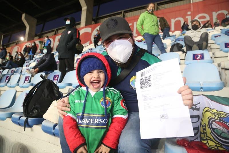 Audax Italiano vence a Wanderers en la vuelta de los hinchas a los estadios