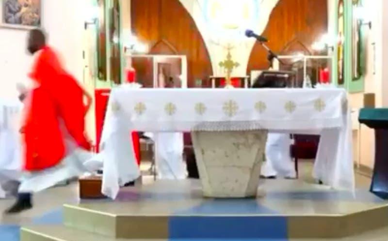 [VIDEO] Registro del terremoto en Haití en el interior de una iglesia
