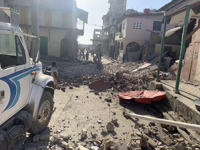 """Primer ministro de Haití: situación tras terremoto es """"dramática"""" y anuncia estado de emergencia"""