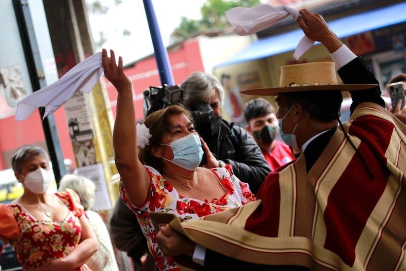 """Plan """"18 Seguro"""": Minsal autorizaría celebraciones patrias en microfondas"""