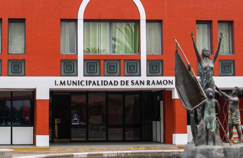 [VIDEO] Reportajes T13: Basural clandestino y muebles perdidos en Municipalidad de San Ramón
