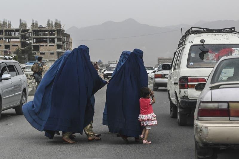Miles de personas llegaron hasta aeropuerto de Afganistán buscando ser evacuadas