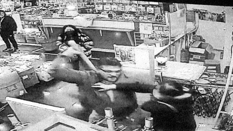 """Habla víctima a la que le cortaron la mano en mall chino: """"Me voló la mano de un corte limpio"""""""