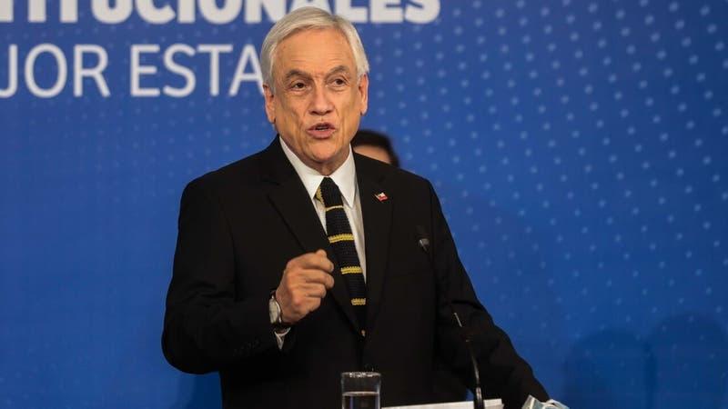 """Piñera compromete ayudar a """"unas 10 familias"""" que buscan salir de Afganistán"""