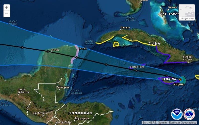 La tormenta tropical Grace amenaza con convertirse en huracán en su camino a México