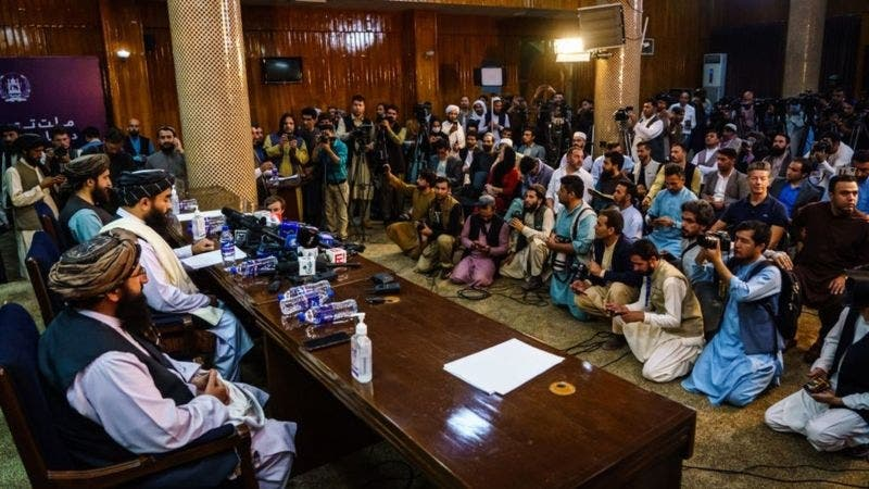 Afganistán: el misterioso portavoz del Talibán que por fin mostró su cara en público