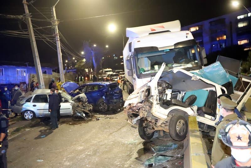 Seis lesionados deja impactante choque entre un camión y tres vehículos en San Antonio