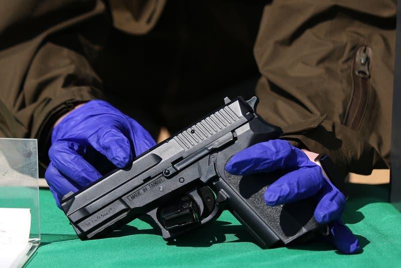 Dos carabineros son detenidos en operativo antidroga en Recoleta